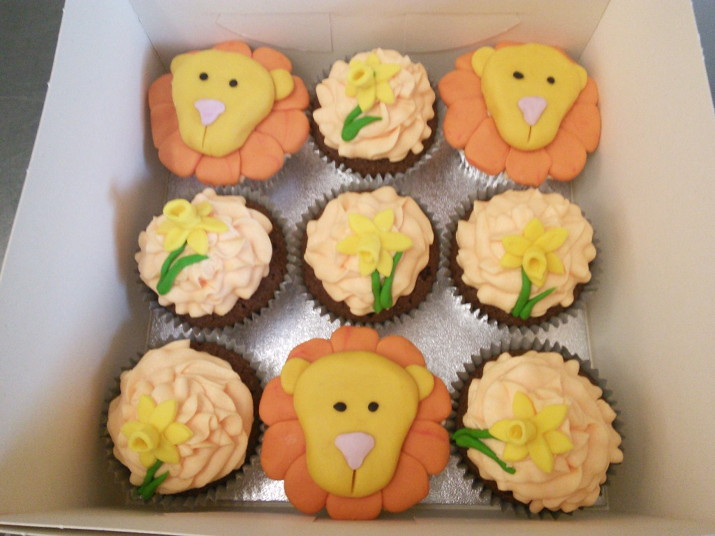 Lion and Daffodil Cup Cakes