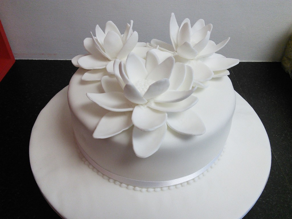 White And Flowery Single Tier Wedding Cake
