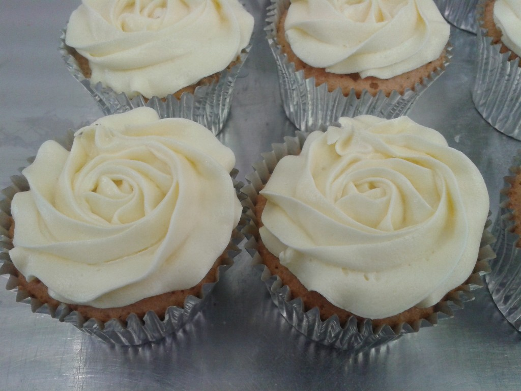 Simple Buttercream Cup Cakes