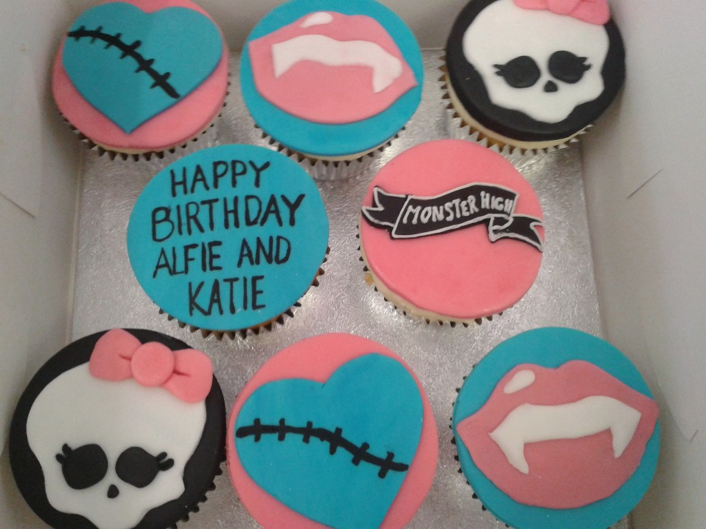 Monster High Happy Birthday Cup Cakes
