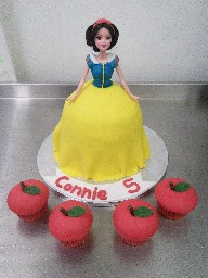 3D Snow White and Apple Shaped Cupcakes