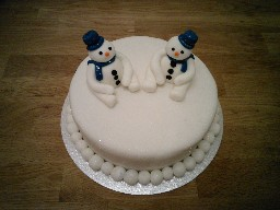 Simple Christmas Cake with Snowmen
